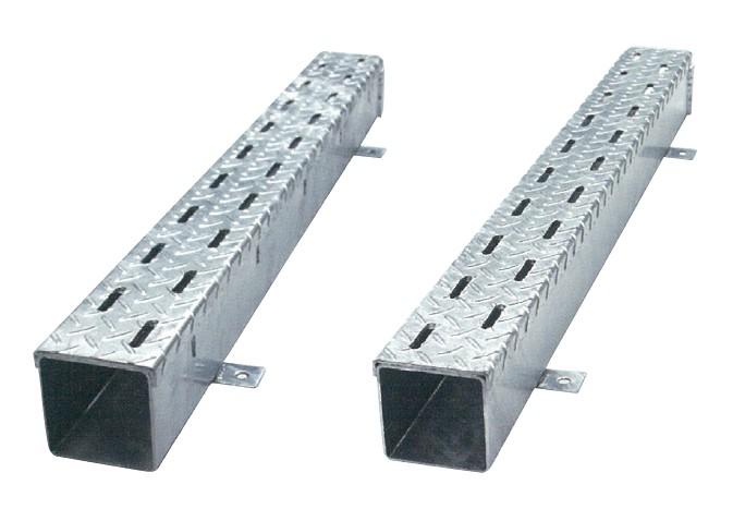 左:CH型(排水性舗装対応型) 右:C型
