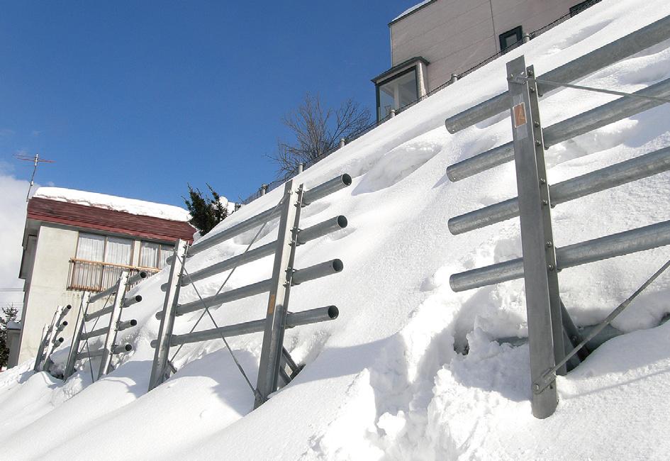 鉛直型雪崩予防柵Δone(デルタワン)