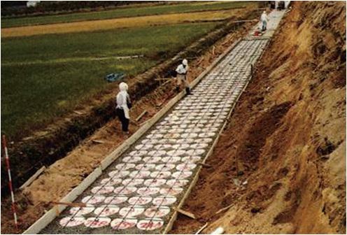 擁壁での施工事例(マイ独楽の敷設状況)