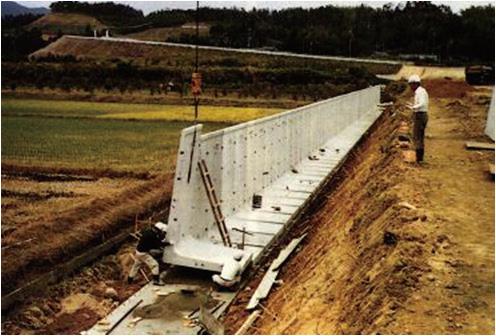 擁壁の施工事例(擁壁の建込み状況)