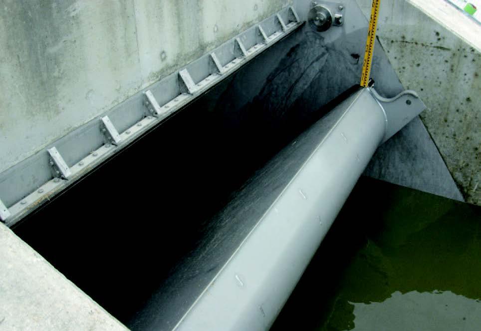 樋門ゲートでの自動止水機能の作動状況(幅3m×高さ2m)
