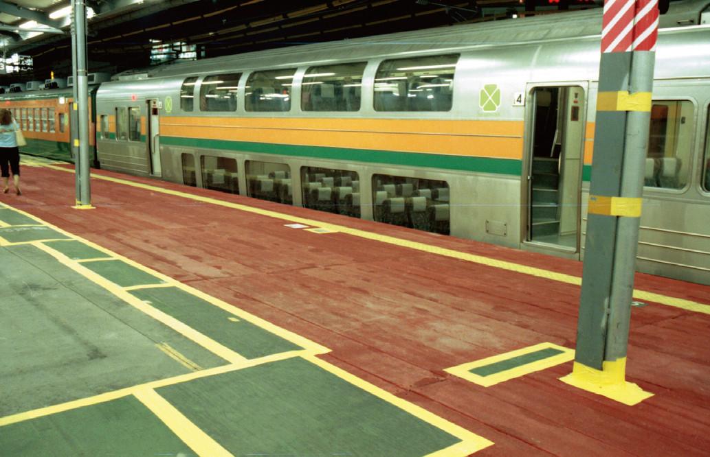 鉄道駅におけるホーム覆工用途