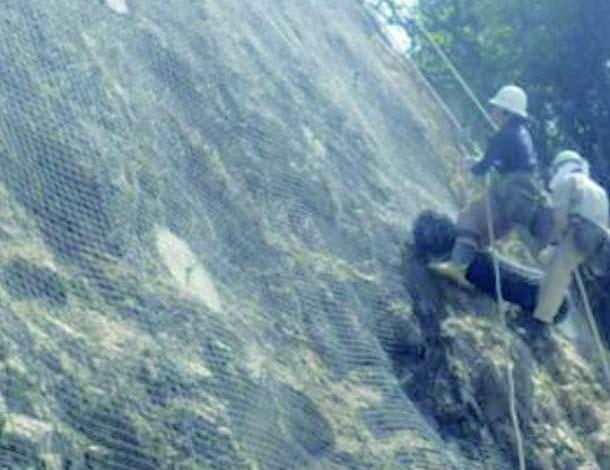 2 . プラスチック落石防止網