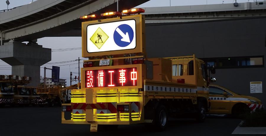 標識車への提灯ドラム搭載例