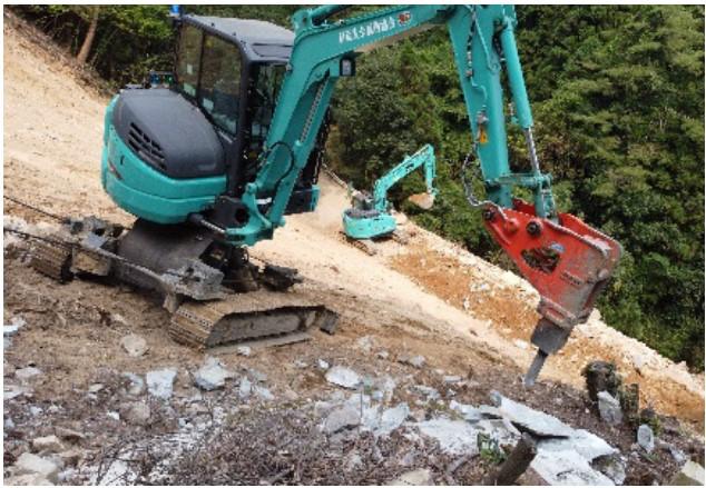 急傾斜地での掘削状況