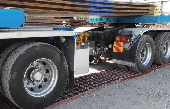 トラックの走行状況 ミニロードマット