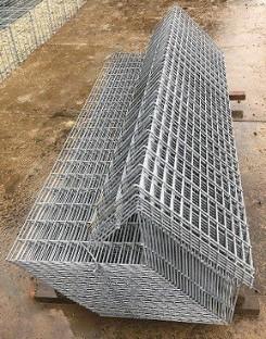 基本部材はL型本体パネルと補強用中枠 の組み合わせ