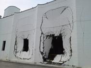 津波と瓦礫の衝突により破壊された南蒲生浄化センターの送風機室