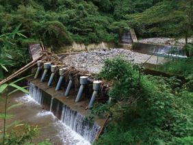 写真-6 上野川砂防堰堤流木止
