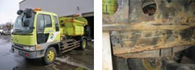 写真-3 老朽化した凍結防止剤散布車