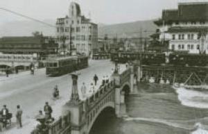 写真-4 四条大橋を走る市電(大正初期〜昭和初期)