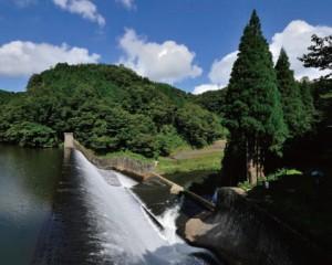 取水した水は水路を介して、遠方の田畑を潤す