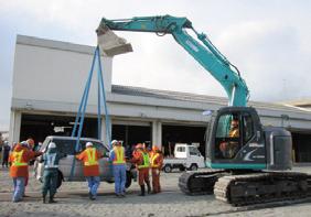 写真-7 災害対策基本法に基づく車両移動訓練