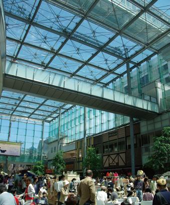 写真-3 全天候型多目的広場「グランドプラザ」