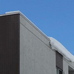 発熱ヒータで雪を溶かし雪庇(せっぴ)の発生を抑制する融雪笠木『ユキエル』