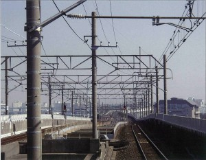 現代生活の大動脈を支える『電車線路用コンクリートポール』