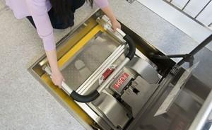 ナカ工業がステップを踏むだけで下階に避難できる『UDエスケープ』を発売