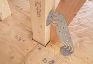 岡部が特殊なスリット形状の木造筋交い用接合金物『ブレスターZ600』を発売