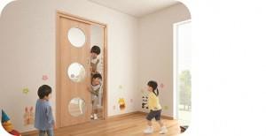 大建工業が幼稚園・保育施設向けドア『おもいやりキッズドア』を発売