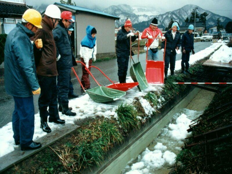 ミゼロン塗装流雪溝 建設総合 ...